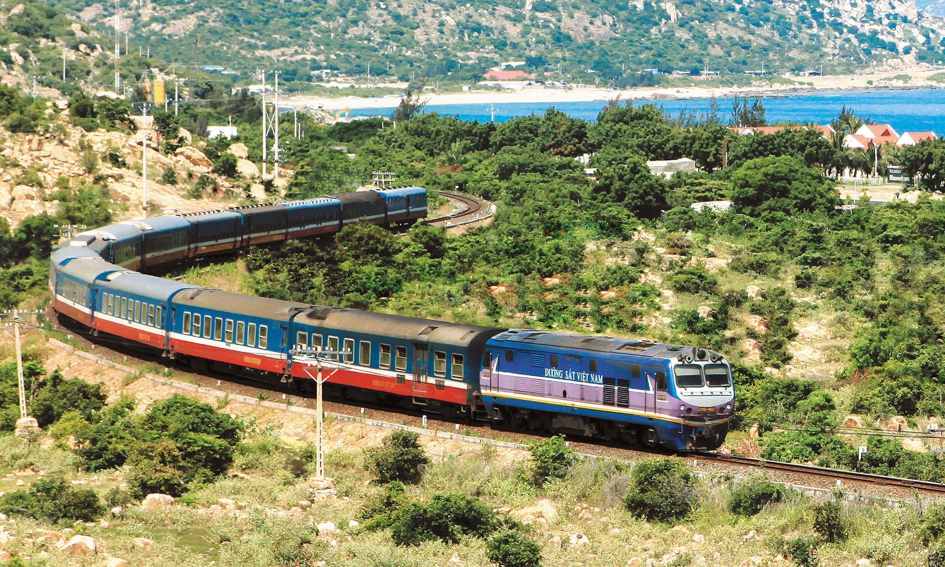 Phương tiện đường sắt Việt Nam - Tàu hỏa